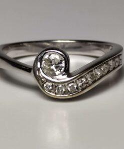 18k Diamond Swirl Ring